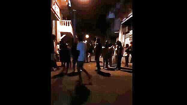 """Protesta la noche de este jueves en Jesús y María al grito de """"patria y vida"""". (Captura)"""