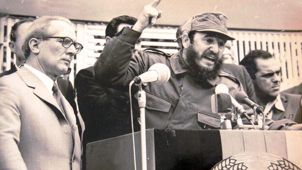 Fidel Castro junto al presidente de la RDA Erick Honecker, en la inauguración de la Fábrica de Cemento Karl Marx, en 1980. (Trabajadores)