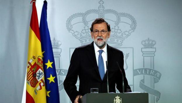 """Rajoy ha justificado esta decisión porque considera que es """"urgente devolver la voz a los ciudadanos catalanes para que decidan su futuro"""". (EFE)"""