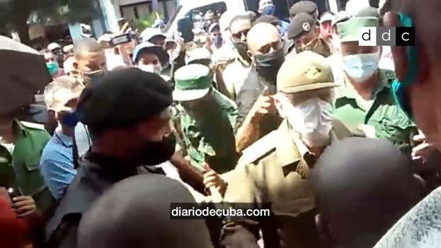 Ramiro Valdés estuvo en Palma Soriano durante las protestas del 11 de julio. (Captura/Diario de Cuba)