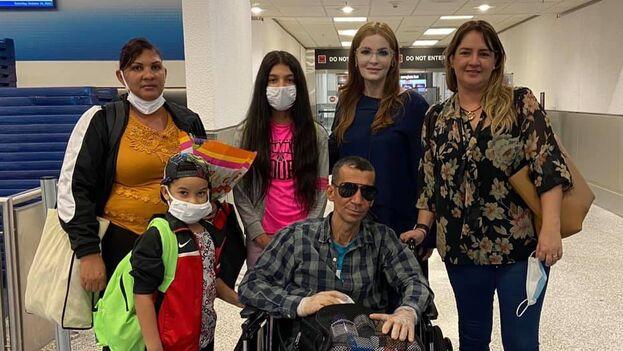 El opositor cubano Ramón Arboláez ya se encuentra en Miami junto a parte de su familia y será sometido a un tratamiento médico. (Facebook/Maite Luna)