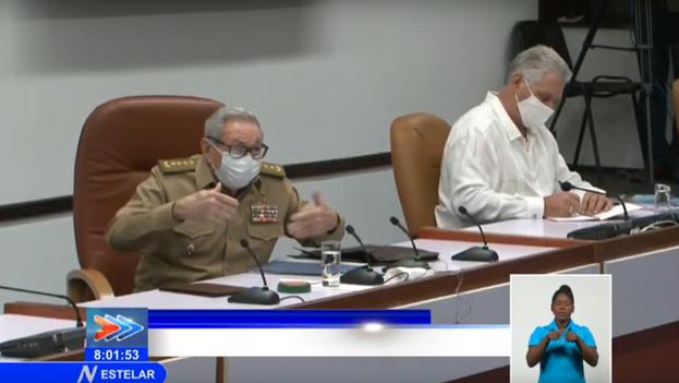 Raúl Castro este martes en la reunión del buró político del Partido Comunista. (EFE)