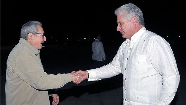 Raúl Castro ha espaciado sus apariciones públicas desde que hace casi un año pasó la jefatura del Estado a Díaz-Canel. (EFE)