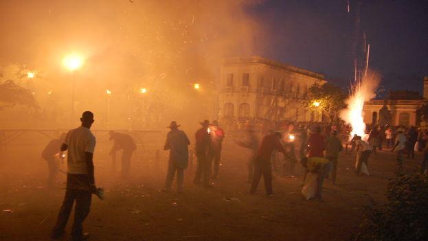 Los juegos pirotécnicos caracterizan a las parrandas de Remedios en Villa Clara. (Flickr/Sergio Carreira)