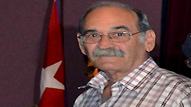 El periodista Renato Recio durante la ceremonia de entrega del Sello Aniversario 45 del semanario 'Trabajadores'. (Trabajadores)
