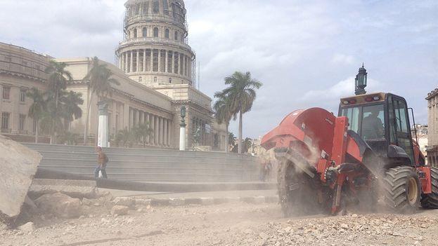 Reparaciones en la calle Prado y los alrededores del Capitolio de La Habana. (14ymedio)