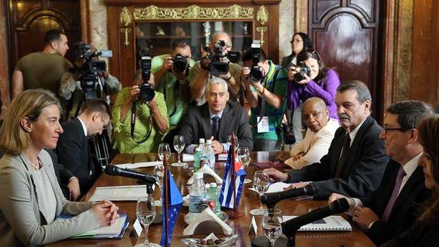 La Alta Representante de la Unión Europea en Política Exterior, Federica Mogherini y el ministro cubano de Relaciones Exteriores, Bruno Rodríguez en La Habana. (EFE)