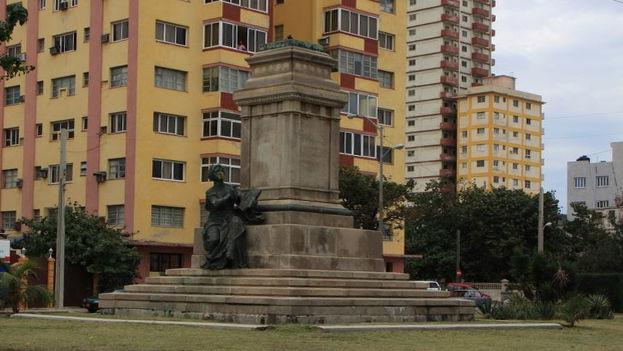 De la estatua del primer presidente de la República, Tomás Estrada Palma, solo quedan los zapatos. (CC)