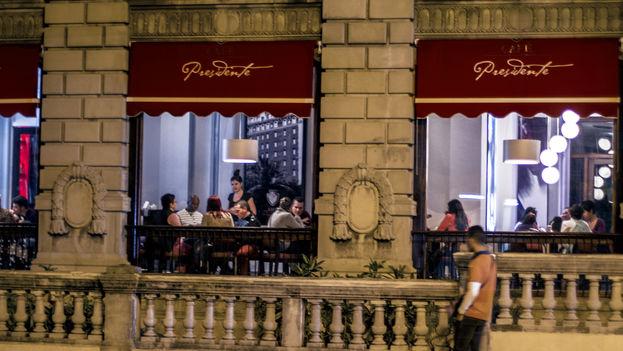 """Restaurante Privado """"Presidente"""" en la esquina de las calle G y 25, Vedado (Foto: Silvia Corbelle)"""