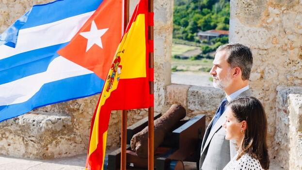 Los Reyes de España cerraron su viaje en Santiago de Cuba rindiendo homenaje a los soldados caídos en la guerra de 1898. (Casa Real)
