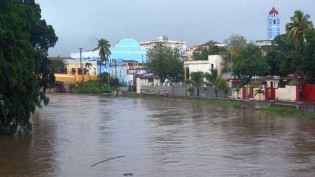 El Río Yayabo inundó las calles de la ciudad de Sancti Spíritus. (Facebook)