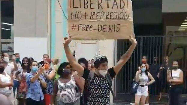 Robles fue detenido el pasado 4 de diciembre por protestar en el Boulevard San Rafael, en La Habana. (Captura)