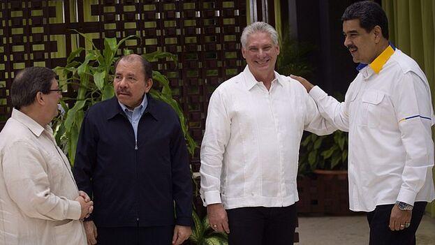En la foto, de izquierda a derecha, el canciller cubano Bruno Rodríguez; el mandatario de Nicaragua, Daniel Ortega; el presidente cubano, Miguel Díaz-Canel; y Nicolás Maduro, de Venezuela. (EFE)