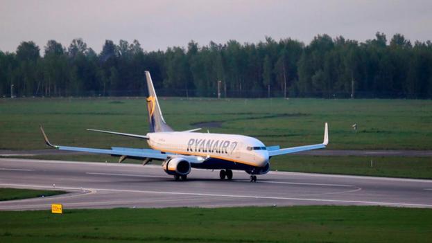 El Boeing 737-800 de Ryanair aterriza en el Aeropuerto Internacional de Vilnius, Lituania, el 23 de mayo de 2021. (EFE/EPA/STRINGER)