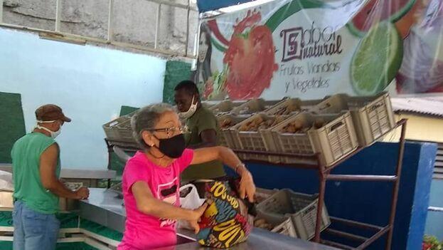 En Santiago de Cuba, los boniatos se venden por la libreta de abastecimiento y para mayores de 80 años. (14ymedio)