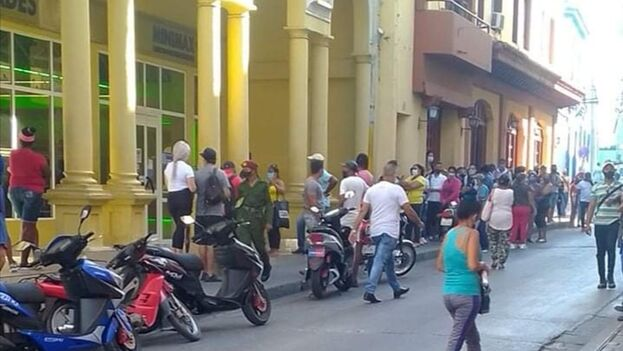 La capital de Santiago de Cuba retrocedió a la fase de trasmisión autóctona este martes ante el ascenso de las cifras de covid. (14ymedio)