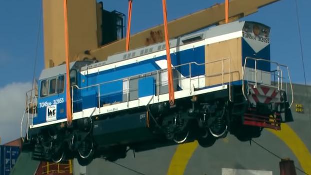 Una de las locomotoras Sinara enviadas por Rusia a Cuba, a su llegada a la Isla. (Captura)