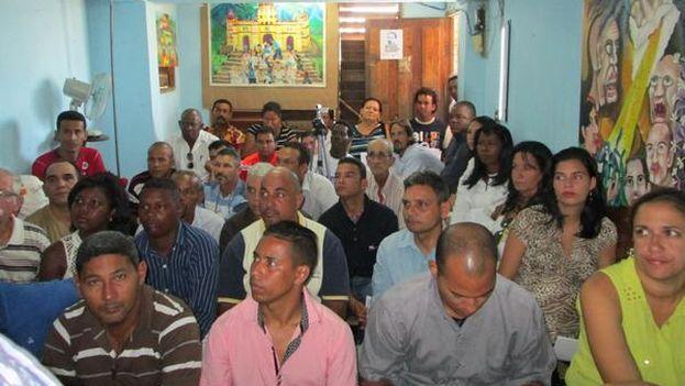 Los participantes del Foro de la Sociedad Civil paralelo en Santiago de Cuba. (Ernesto Oliva Torres)