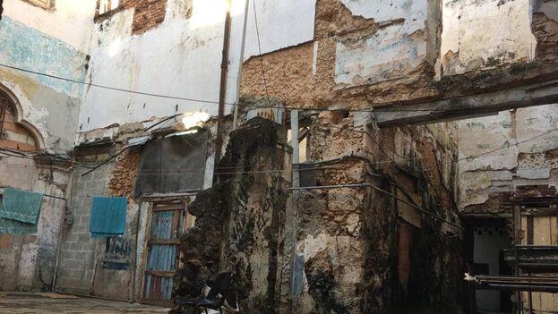 Las mal llamadas ciudadelas ubicadas en la calle Cuarteles, una de las más antiguas de la capital, sufren continuos derrumbes. (14ymedio)