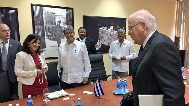 Tablada y Cossio reiteraron a los funcionarios estadounidenses que no hay pruebas de que se haya producido ningún ataque contra diplomáticos de su país. (Minrex)