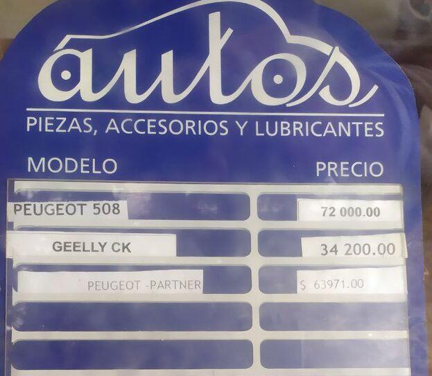 Tablila de la agencia de autos con los precios de los nuevos modelos ofertados. (14ymedio)