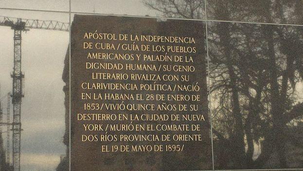 Tarja de la estatua de José Martí sin erratas. (14ymedio)