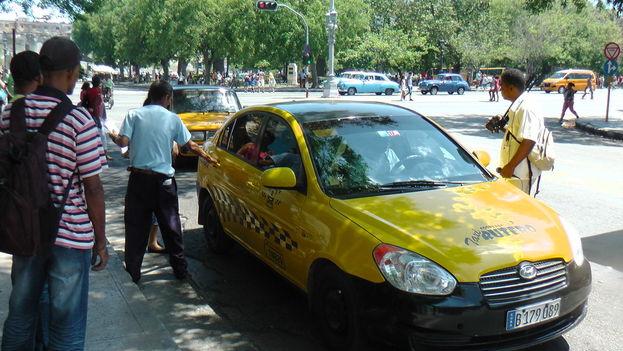 Taxis y ómnibus ruteros gestionados por cooperativas que intentan competir con el sector privado y obligarlo a bajar los precios. (5)