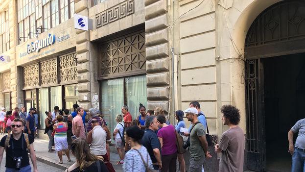 Telepunto de la Empresa de Telecomunicaciones en la calle Obispo, donde este miércoles se informaron las tarifas de Nauta Hogar. (14ymedio).