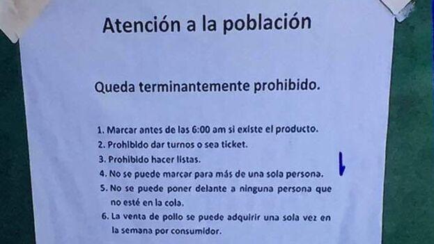 """En algunas tiendas estatales los empleados han ido colgando carteles en los que se advierte que está prohibido """"marcar antes de las seis de la mañana"""". (Facebook)"""