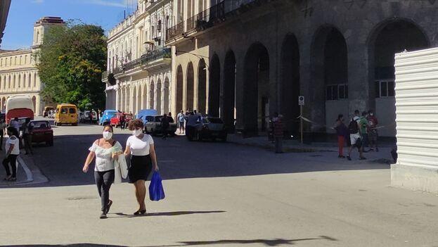 El operativo policial alrededor del Tribunal Provincial Popular de La Habana, cercano al Capitolio, perduraba este lunes. (14ymedio)