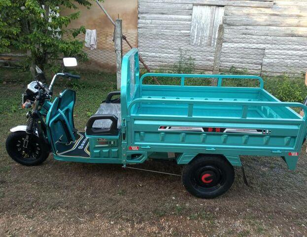 Un triciclo sin caja de volteo que se comercializa en uno de los portales de ventas destinados a la Isla, similar al que tiene el cuentapropista de Guanabo. (porlalivre.com)