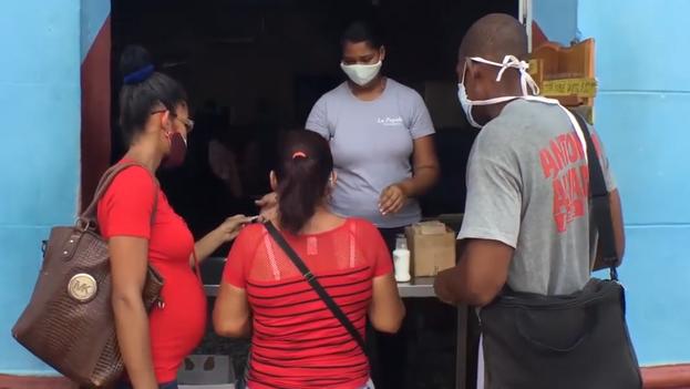 No todos los negocios privados de Trinidad se han podido acoger al permiso del Gobierno de dedicarse a vender alimentos en sus locales o a domicilio. (Captura)