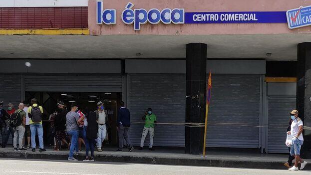 Ubicado en la céntrica esquina de Galiano y Neptuno, el local ha sido un emblema de una de las zonas con más tiendas por metro cuadrado de toda Cuba. (14ymedio)