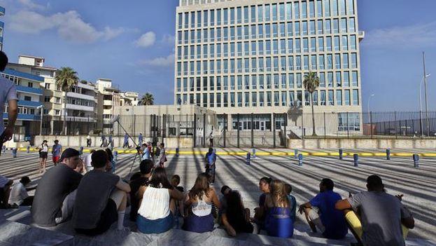 La embajada de Estados Unidos en La Habana permanece trabajando a niveles mínimos tras la evacuación de su personal no esencial. (EFE)