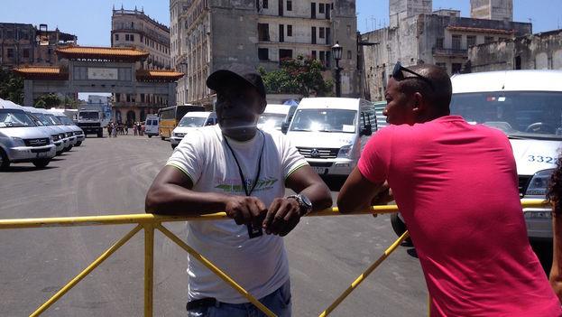 """Varias calles de Centro Habana y la Habana Vieja han estado cerradas al tránsito durante la filmación de """"Fast and Furious"""". (14ymedio)"""