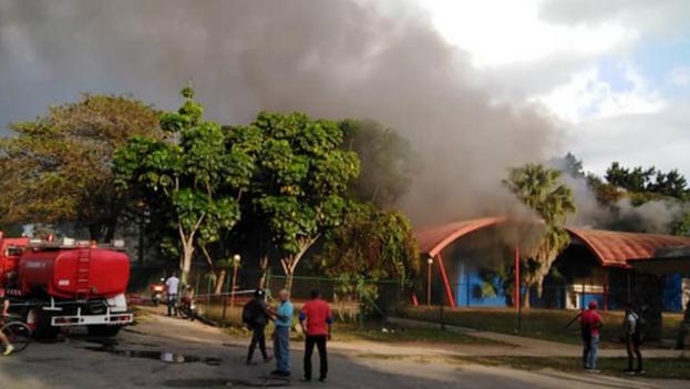 Varias imágenes se han hecho virales en las redes sociales al mostrar supuestos incendios en comercios de La Habana. (Twitter)