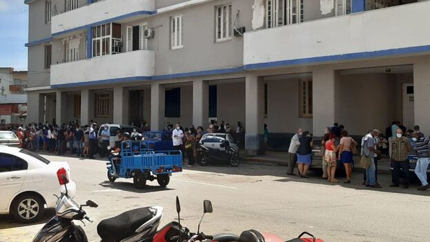Varios edificios altos de la capital fueron evacuados en cuanto se sintió el temblor. (14ymedio)
