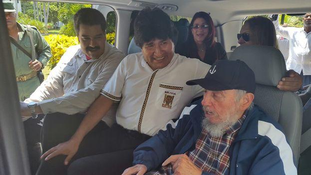 El presidente de Venezuela, Nicolás Maduro, con el de Bolivia, Evo Morales, y Fidel Castro, en agosto de 2015. (EFE/ Agencia Boliviana de Información)