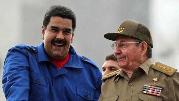 El presidente de Venezuela Nicolás Maduro y el de Cuba, Raúl Castro. (EFE)