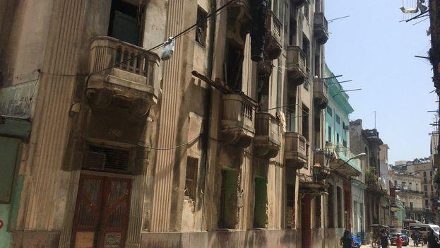 Vista exterior del Hotel Rex en la calle San Miguel de Centro Habana. (14ymedio)