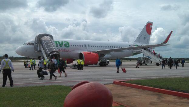 La aerolínea mexicana Viva Aerobus operó el vuelo VIV382 en el que arribaron 159 pasajeros procedentes de Cancún. (Facebook)
