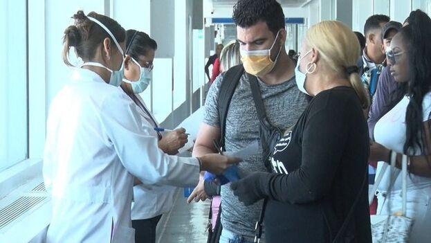 Un grupo de cubanos abandona Guyana tras la mediación de la cancillería. (@SoberonGuzman)