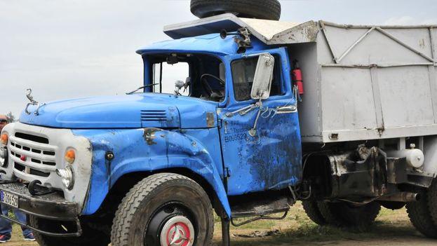 El accidente de Sancti Spíritus ocurrió durante la mañana del lunes cuando un camión impactó en un cruce ferroviario contra un tren. (Escambray)
