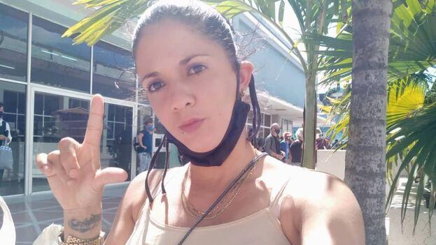 La activista Keilylli de la Mora, tras salir de la cárcel. (Cortesía)