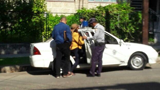 La activista fue detenida a la salida de una cafetería que está en la calle J entre 25 y 27, en el Vedado. (Facebook)