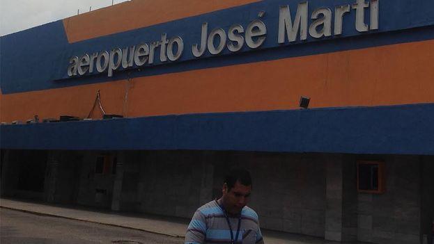 La terminal número 1 del aeropuerto Jose Martí, recién pintada. (Reinaldo Escobar)