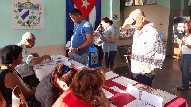 Con una poca afluencia de votantes abrieron los colegios este domingo. (14ymedio)