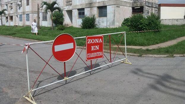 """""""Por aquí todo está lleno de cintas amarillas o vallas para impedir que la gente se mueva entre un barrio y otro"""", comenta un vecino de Pinar del Río. (Facebook/El Guerrillero)"""