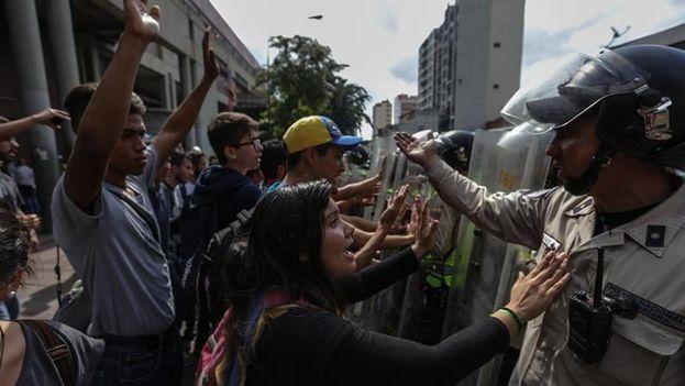 Las protestas del antichavismo contra el Gobierno de Nicolás Maduro se iniciaron hace tres semanas. (EFE)