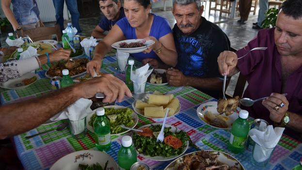 """WorldChefs reconoce que la cocina cubana ha transmitido """"la forma, conocimiento, sabor y técnicas de generación en generación"""". (ethnoecologie.revues.org)"""